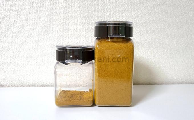 フレッシュロックにカレー粉を入れた写真
