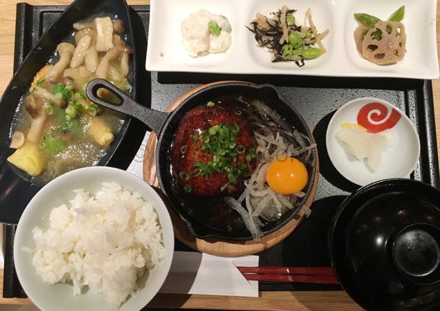 鶏とお野菜 はーばーどのランチ「自家製鉄板つくねハンバーグと季節魚の餡かけ定食」
