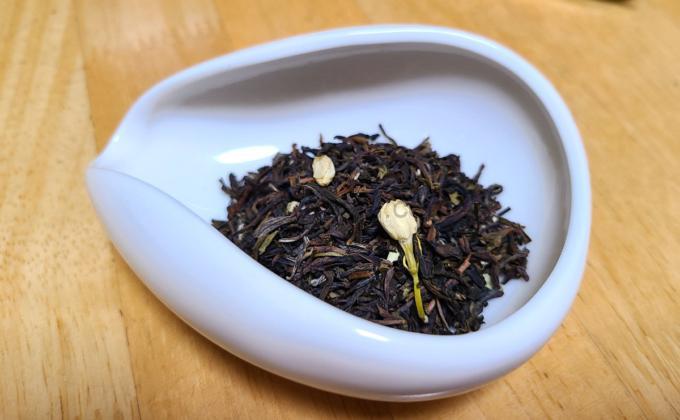 白桃ジャスミンの茶葉の写真