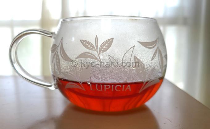 メルシーミルフォアを淹れたカップを横から見た写真