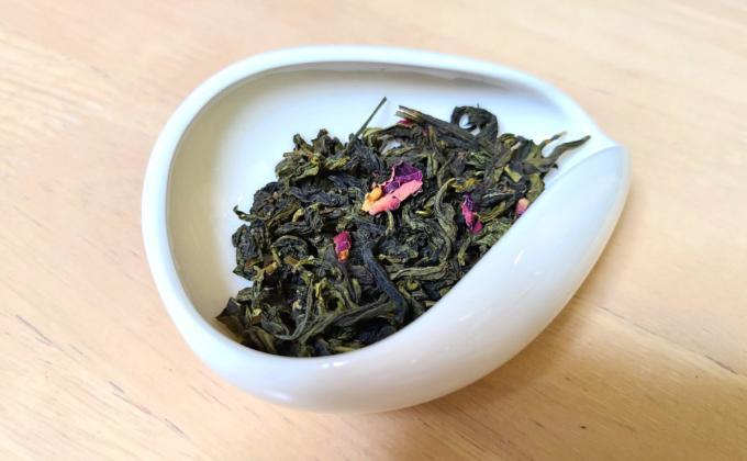 白桃烏龍極品の茶葉の写真