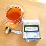 ルピシアのカップ、スプーン、紅茶の写真