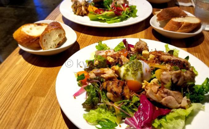 MM GRILL&CAFE Meat&Meetsのランチメニュー「グリルチキンのごちそうサラダ」