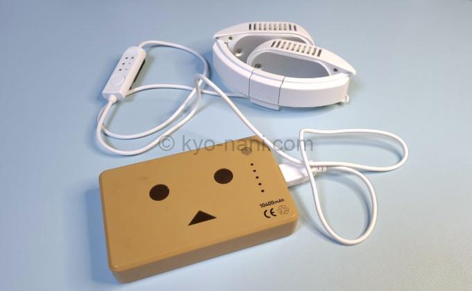 ネッククーラーneoとモバイルバッテリーを接続した写真