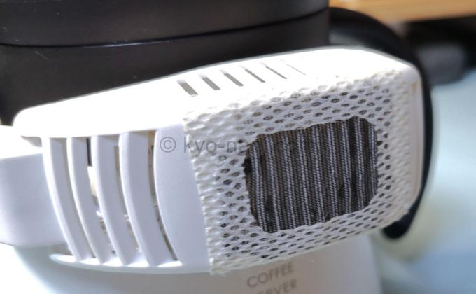 ネッククーラーneoの送風口にメッシュを貼った写真
