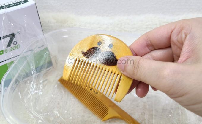 椿油を塗ったつげ櫛(つげさん櫛)の写真