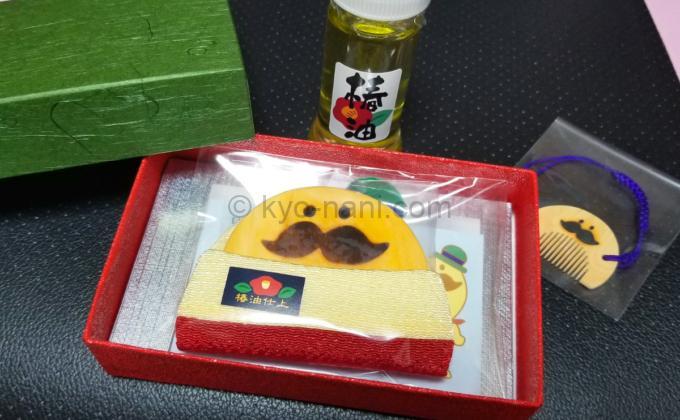 辻忠商店から届いたつげ櫛と椿油とつげさん櫛の根付